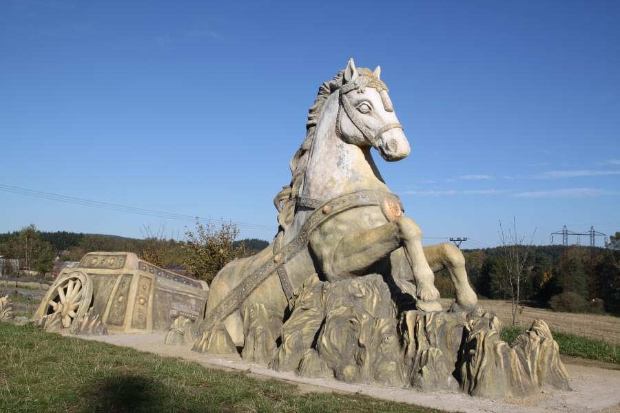 Sochy a plastiky Kůň